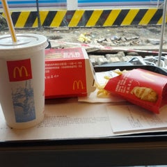 Photo taken at McDonald's 麦当劳 by Frederic H. on 12/22/2012