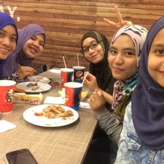 Photo taken at KFC by Amilin A. on 3/25/2015