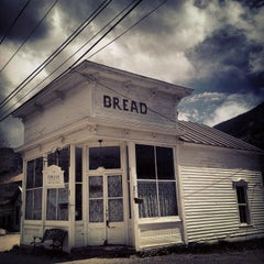 Photo taken at DRAM Apothecary & BREAD BAR by Jude T. on 5/25/2015