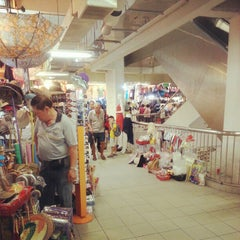 Photo taken at Chinatown Complex Market & Food Centre by em4o on 12/22/2012