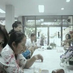 Photo taken at โรงเรียนศรีเอี่ยมอนุสรณ์ by Nim M. on 12/28/2012