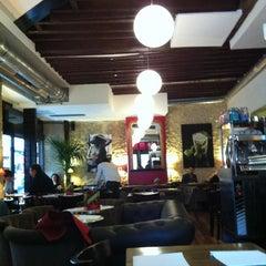 Photo taken at Le Café du Temple by vonkinder on 10/14/2012