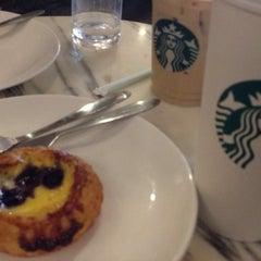 Photo taken at Starbucks | 星巴克 by Hiroshi H. on 8/16/2014
