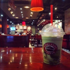Photo taken at Highlands Coffee by Hachan N. on 4/2/2015