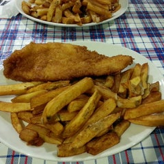 Photo taken at Heritage Fish & Chips by Kenneth (iamfob) on 12/31/2013