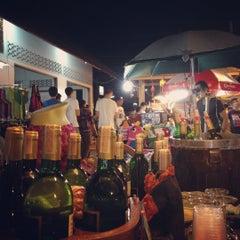 Photo taken at ถนนคนเดินวัวลาย (Wualai Saturday Nightmarket) by pauandlo on 12/22/2012