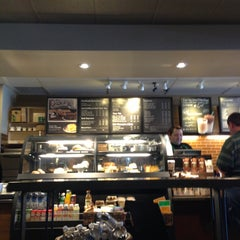 Photo taken at Starbucks by Yxes 💋🍂🍁 ☕. on 4/19/2013