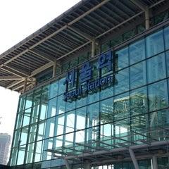 Photo taken at 서울역 (Seoul Station - KTX/Korail) by shutterbug b. on 11/13/2013