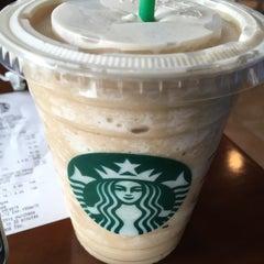 Photo taken at Starbucks (สตาร์บัคส์) by Vegaz G. on 7/20/2015