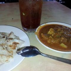 Photo taken at Restoran Malauwi by haswadi h. on 12/3/2013