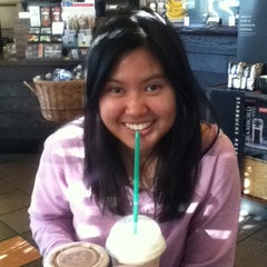 Photo taken at Starbucks by Parichat S. on 4/20/2012