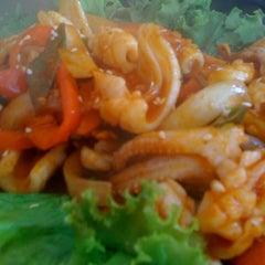 Photo taken at 람람 Lum Lum Korean Restaurant อาหารเกาหลี ล้ำลำ by Lawan V. on 1/22/2011