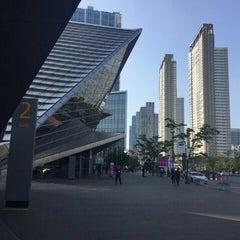 Photo taken at 송도컨벤시아 (Songdo Convensia) by Yoojin K. on 9/19/2015