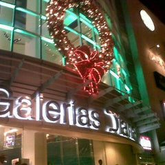 Photo taken at Galerías Diana by Jerry S. on 12/30/2012