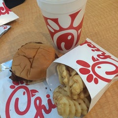 Photo taken at Chick-fil-A by D M. on 9/22/2014
