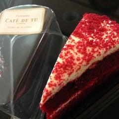 Photo taken at Cream by Café de Tu (ครีม บาย คาเฟ่ เดอ ตู) by ekaphap d. on 9/8/2013