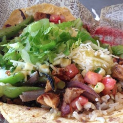 Photo taken at Chipotle Mexican Grill by Louie T. on 11/25/2012