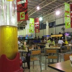 Photo taken at ลานเบียร์ บิ๊กซี ดอนจั่น   Beer Garden at Big C by Saman T. on 6/10/2015