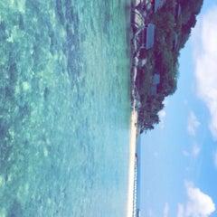 Photo taken at เกาะนางยวน รีสอร์ท | Koh Nang Yuan Dive Resort by Rghad E. on 4/29/2015