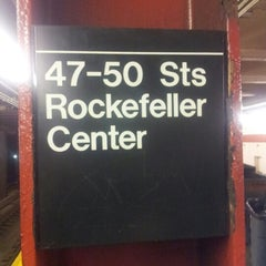 Photo taken at MTA Subway - 47th-50th St/Rockefeller Center (B/D/F/M) by Omar P. on 12/2/2012
