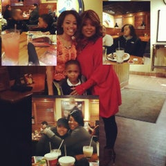 Photo taken at Outback Steakhouse by Tammi R. on 2/16/2015