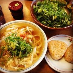 Photo taken at かろのうろん by Daisuke I. on 7/15/2013