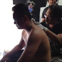 Photo taken at Aussie Tattoo by Daphad S. on 11/29/2012