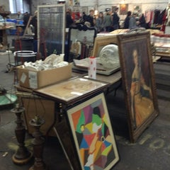 Photo taken at The Garage Antique Flea Market by 제니 신. on 11/11/2012