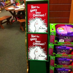 Photo taken at Barnes & Noble by conrado125 on 12/13/2012