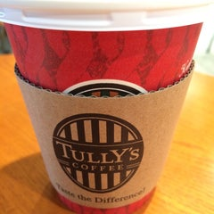 Photo taken at TULLY'S COFFEE 田町グランパーク店 by マサハル on 11/26/2014