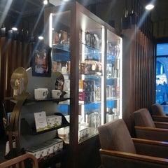 Photo taken at Starbucks by Jaehyun P. on 9/17/2015