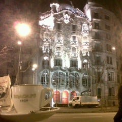 Photo taken at Passeig de Gràcia by XavierDeErausquinBRACAFE D. on 2/18/2013
