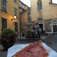 Photo taken at Pizzeria Da Felice by Liz ⭐️ G. on 9/20/2015