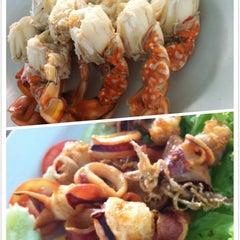 Photo taken at ร้านอาหารปากคลอง ชะอํา by Gift O. on 6/29/2014