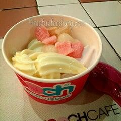 Photo taken at Smooch Unlimited Frozen Yogurt by Mulliechan on 5/18/2013