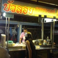 Photo taken at บัวลอย เบญจรงค์ by Emmily K Wong on 9/5/2014