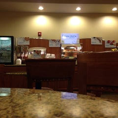 Photo taken at Holiday Inn Express & Suites Moses Lake by Michael Td R. on 10/25/2014