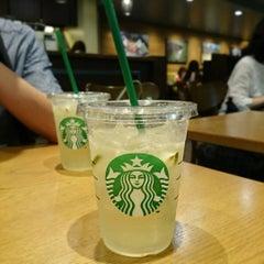 Photo taken at Starbucks Coffee クリスタ長堀店 by ke-tan on 7/11/2015