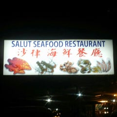 Photo taken at Salut Seafood Restaurant by Michy F. on 10/24/2015