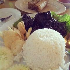 Photo taken at Restoran Tanjung Bunga by Z Ling L. on 9/26/2012