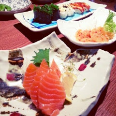 Photo taken at Sushi Zanmai by Lushinta G. on 4/13/2013