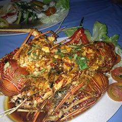 Photo taken at D'Lengkuas Restoran Selera Kampung by Kudinr R. on 11/8/2012