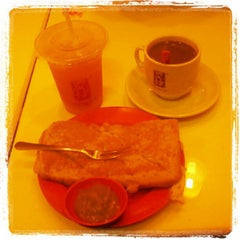 Photo taken at Ya Kun Kaya Toast by Pietro M. on 2/27/2013