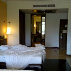 Photo taken at Sheraton Pattaya Resort by W. R. on 4/27/2013