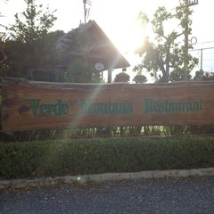 Photo taken at Verde Montana Restaurant (เวอร์เด้ มอนทาน่า เรสเทอรองท์) by ratsarin s. on 5/12/2013