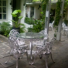 Photo taken at Goela Klapa Restaurant by Uli R. on 2/13/2014
