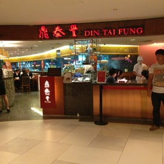Photo taken at Din Tai Fung 鼎泰豐 by John T. on 6/22/2013