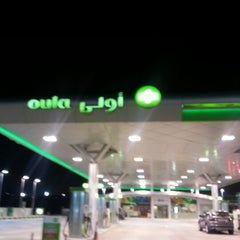 Photo taken at Oula Gas Station & Wash by Meshal Al-Meshal on 11/3/2012