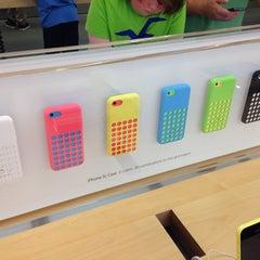 Photo taken at Apple Store, Brandon by Janneke B. on 9/21/2013