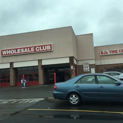 Photo taken at BJ's Wholesale Club by Peter S. on 5/1/2016